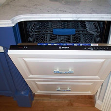 Traditional Kitchen Kitchen Storage Solutions