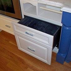 Traditional Kitchen Kitchen Storage Solutions
