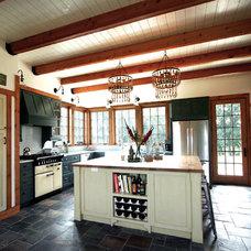 Traditional Kitchen by Sullivan, Goulette & Wilson Ltd. Architects