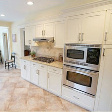 Traditional Kitchen by summit homecrafters