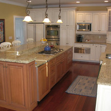 Traditional Kitchen by Sunrise Homes Corp.
