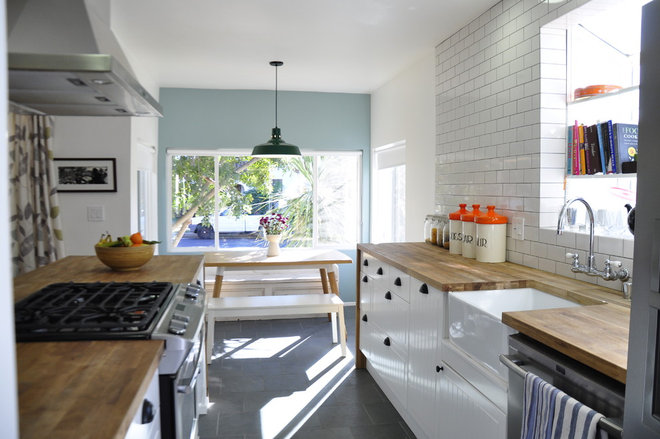 Contemporary Kitchen by Tess Bethune Interiors