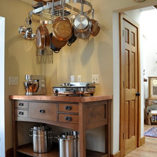 craftsman kitchen by Kitchen Thyme Design Studio Inc.