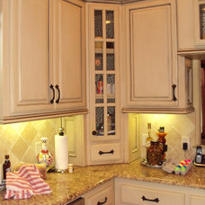 traditional kitchen cabinets by Tillison Cabinet Company Inc.