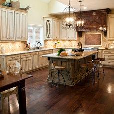 Traditional Kitchen by Tran + Thomas Design Studio