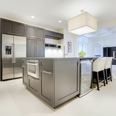 modern kitchen by Sunscape Homes, Inc