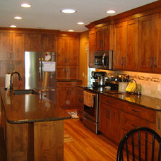 Traditional Kitchen by KITCHEN SOLVERS - La Crosse