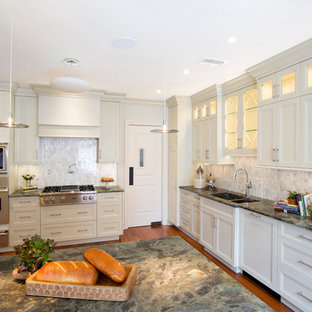 Photo of a mid-sized traditional l-shaped separate kitchen in New York with an undermount sink, recessed-panel cabinets, grey cabinets, granite benchtops, grey splashback, marble splashback, stainless steel appliances, medium hardwood floors, with island, brown floor and green benchtop.