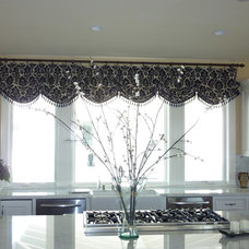 Traditional Kitchen by Janice Peters, Distinctive Decor