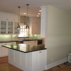 Contemporary Kitchen by Verde Builders Group