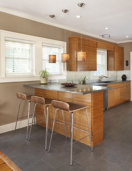 Contemporary Kitchen by CB Construction Company