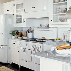 traditional kitchen kitchen-vintage-appliances - White