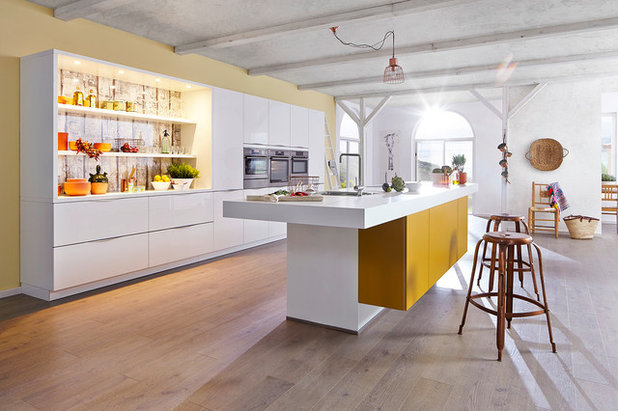 Contemporary Kitchen by SEA Group Germany