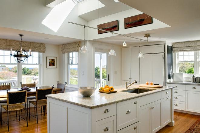 Beach Style Kitchen by Whitten Architects
