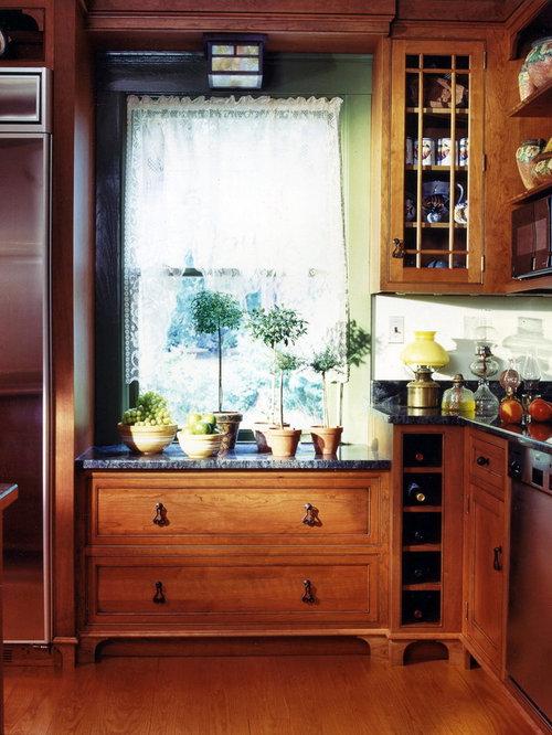 Best Low Window In Kitchen Design Ideas & Remodel Pictures | Houzz