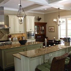 traditional kitchen by Heritage Homes of Jacksonville