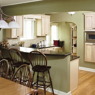 Example of a classic kitchen design in Denver