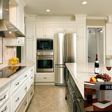 kitchen by Sun Design Remodeling Specialists, Inc.