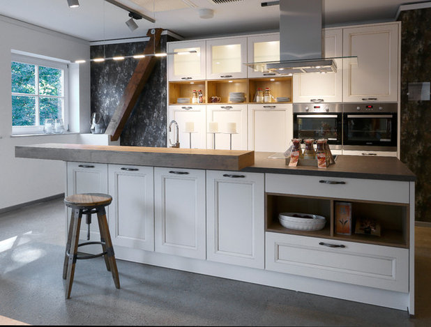 Traditional Kitchen by SEA Group Germany