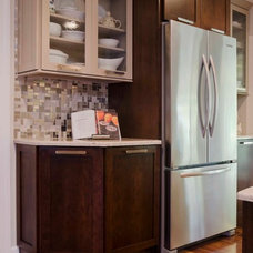 Eclectic Kitchen by Synergy Builders Inc.