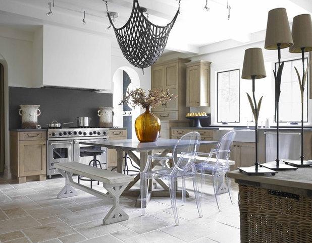 Фьюжн Кухня by Wolfe Rizor Interiors
