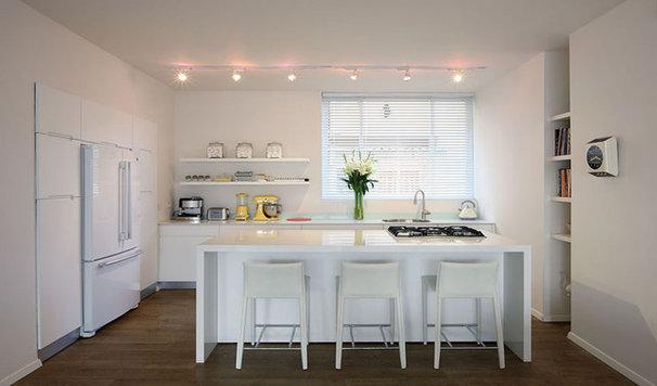 Modern Kitchen by Dana Cohen-Vishkin