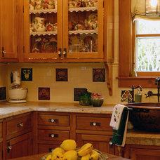 Eclectic Kitchen by Kitchen Designs by Ken Kelly, Inc. (CKD, CBD, CR)
