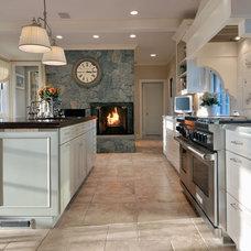 Traditional Kitchen by Kitchen Designs by Ken Kelly, Inc. (CKD, CBD, CR)