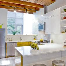 Modern Kitchen by Oakwood Projects Ltd.