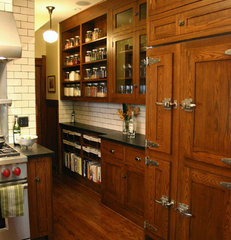 traditional kitchen by Rebekah Zaveloff