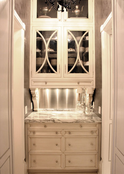 Traditional Kitchen by KitchenLab Interiors