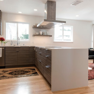 Modern eat-in kitchen designs - Eat-in kitchen - modern light wood floor eat-in kitchen idea in San Francisco with an undermount sink, flat-panel cabinets, gray cabinets, quartz countertops, yellow backsplash, stainless steel appliances and a peninsula