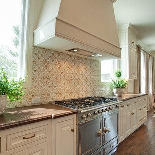 ダラスのサンタフェスタイルのおしゃれなキッチンの写真
