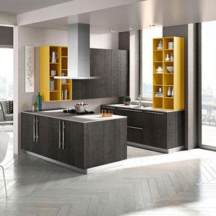 ボストンの小さいインダストリアルスタイルのおしゃれなキッチン (ダブルシンク、フラットパネル扉のキャビネット、グレーのキャビネット、人工大理石カウンター、シルバーの調理設備の、塗装フローリング、白い床) の写真