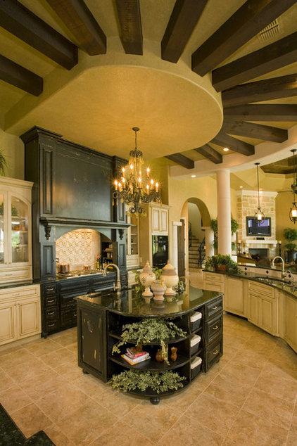 Mediterranean Kitchen by Stadler Custom Homes