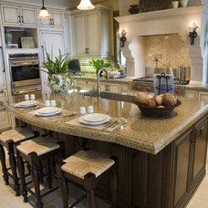 Traditional Kitchen by The Woodlands Home Remodeling