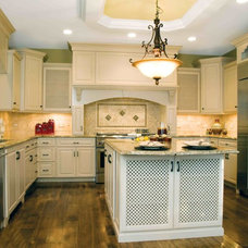 Traditional Kitchen by Cabinet Solution Design Studio