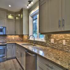 Traditional Kitchen by Ceanesse Kitchens Ltd.