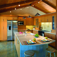 Modern Kitchen by Concept Builders, Inc.