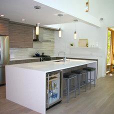 Contemporary Kitchen by Copper Island Fine Homes Inc