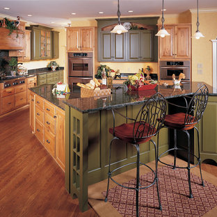 Traditional kitchen photos - Elegant kitchen photo in Indianapolis with granite countertops