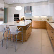 Contemporary Kitchen by East End Country Kitchens