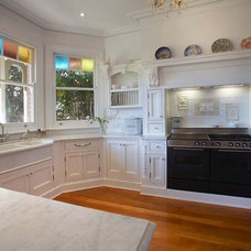 Traditional Kitchen by Sareen Stone