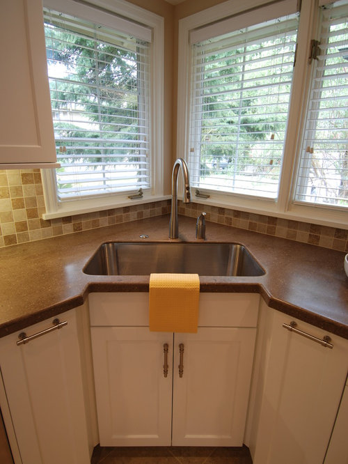 Transitional kitchen design ideas renovations photos for Beaverton kitchen cabinets reviews