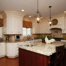 Traditional Kitchen by Hellings Builders