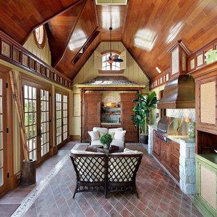 シカゴ, ILの中サイズのトロピカルスタイルのおしゃれなキッチン (中間色木目調キャビネット、御影石カウンター、マルチカラーのキッチンパネル、石タイルのキッチンパネル、テラコッタタイルの床、落し込みパネル扉のキャビネット、シルバーの調理設備の) の写真