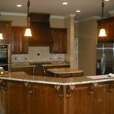 Traditional Kitchen by HONS BUILDERS