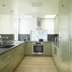 contemporary kitchen by Jacobson, Silverstein, Winslow / Degenhardt