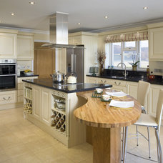 Traditional Kitchen by JUST DO IT BUILDERS