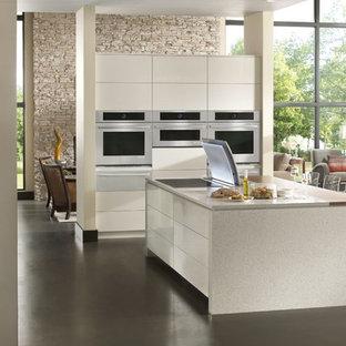 ブリッジポートの大きいコンテンポラリースタイルのおしゃれなキッチン (フラットパネル扉のキャビネット、白いキャビネット、テラゾーカウンター、シルバーの調理設備の、コンクリートの床) の写真